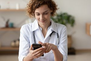 A healthcare provider consulting remotely using Telehealth consulting software